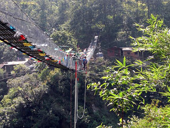 Банджи джампинг в Непале. Подвесной мост в Last Resort
