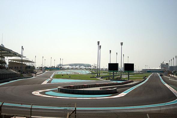 Вид на трассу Yas Marina с северной трибуны