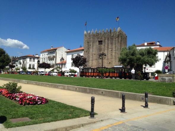Туристический поезд в центре Лимы