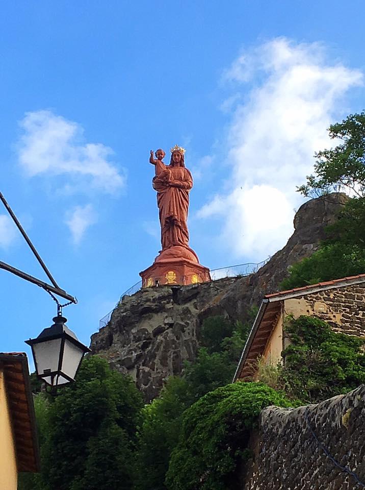 Статуя Девы Марии в Ленте-Пюи-ан-Веле