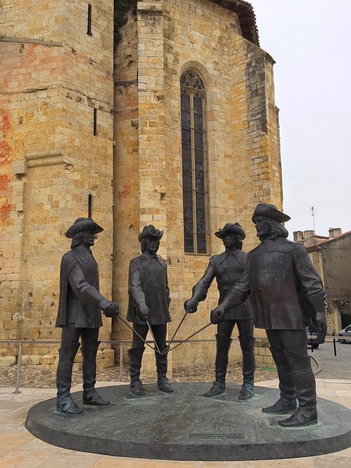 Памятник мушкетерам в Кондоме