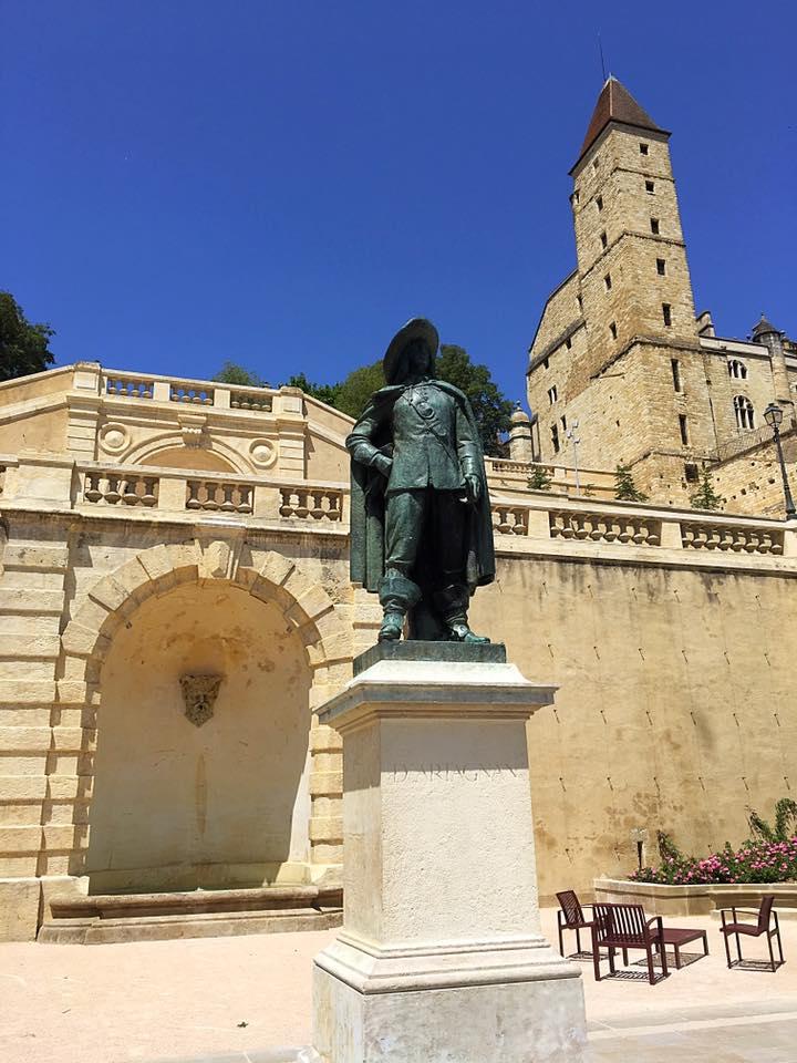 Памятник Д'Артаньяну в Оше