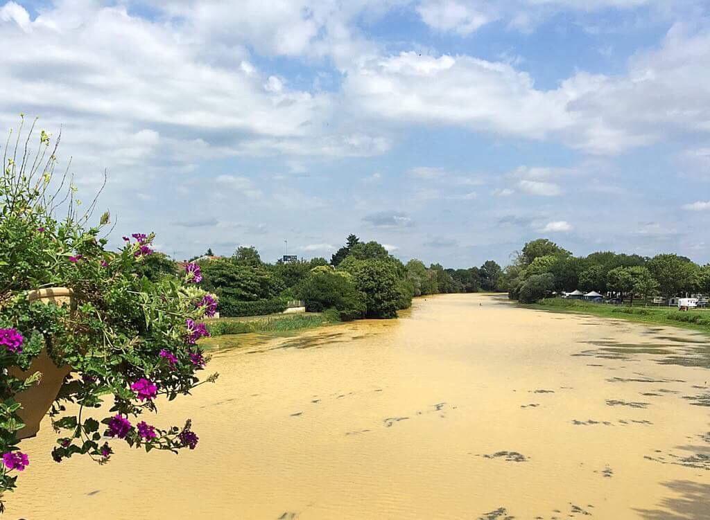 Река Адур в Aire sur l'Adour