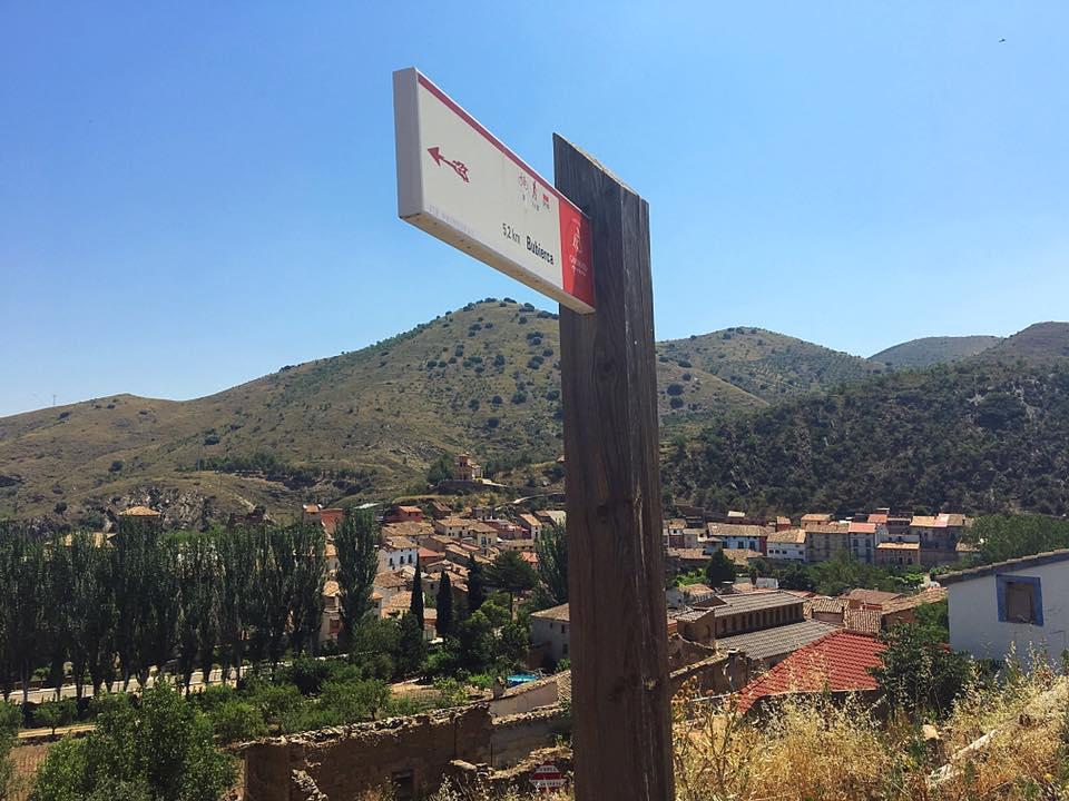Вид на Кастехон де лас Армас и указатель пути