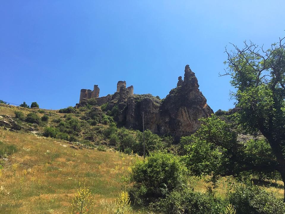 Замок на скале в Pelegrina