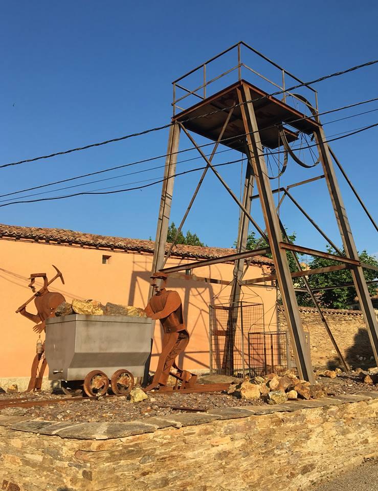 Памятник шахтерам в Hiedelaencinа