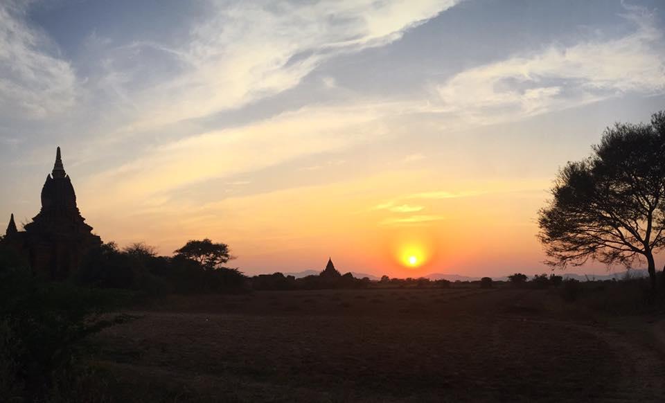 Закат в Багане