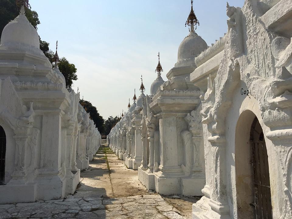 В этих ступах хранится Трипитака - учение Будды.