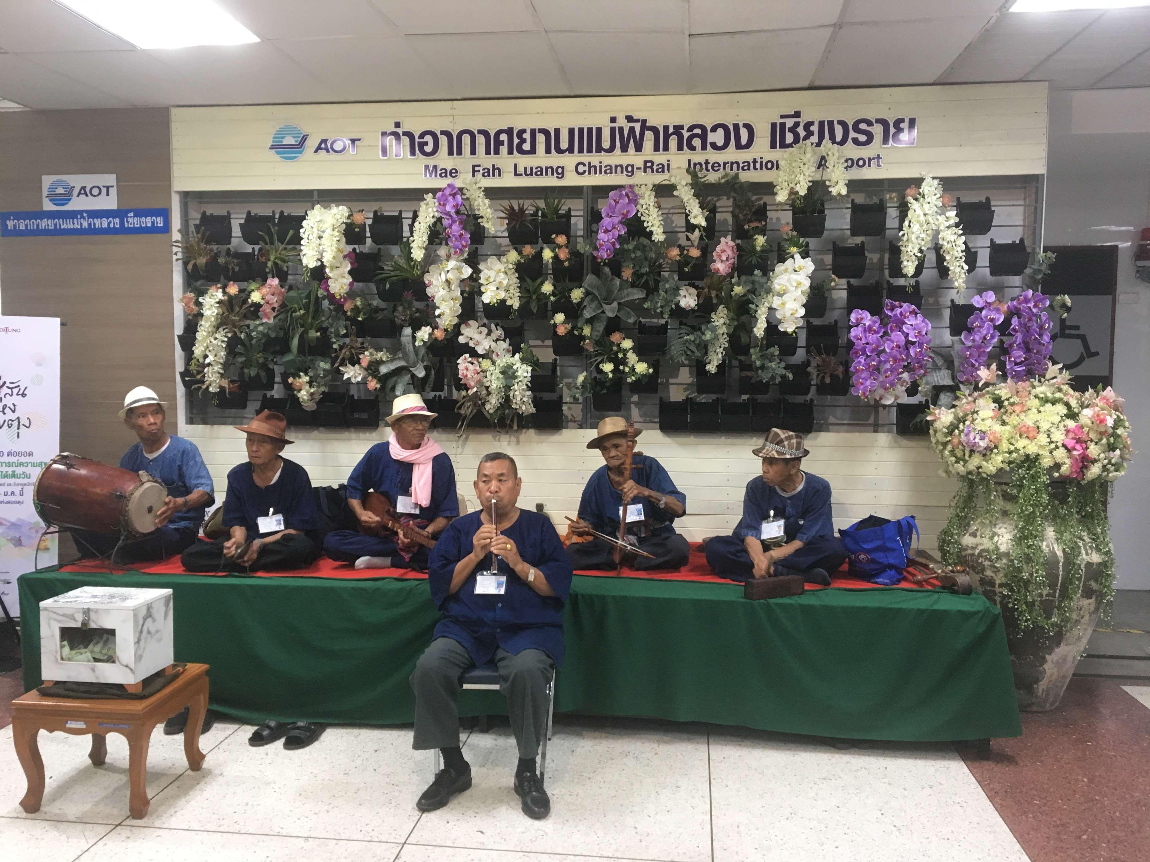 Тайский оркестр. Торжественная встреча в аэропорту Чианг Рай