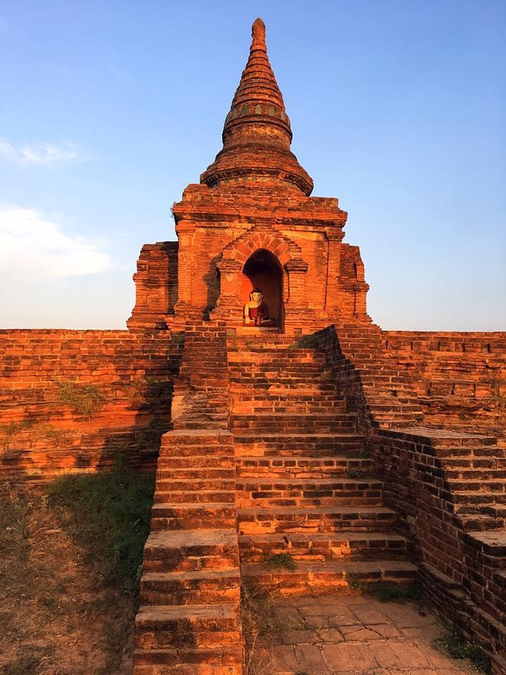 Будда в лучах закатного солнца