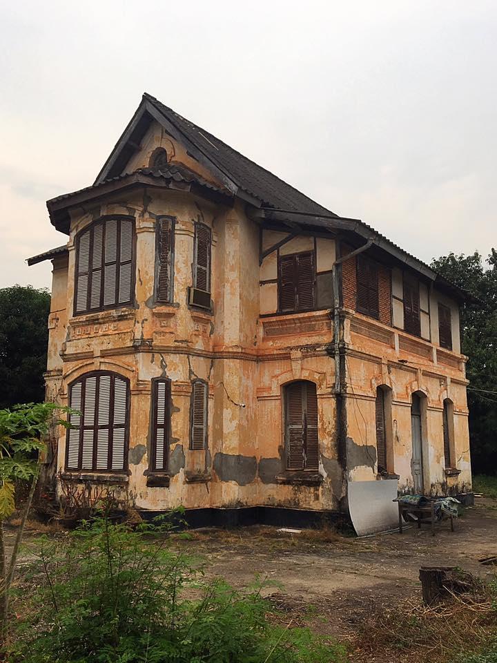 Заброшенный дом в колониальном стиле во Вьентьяне