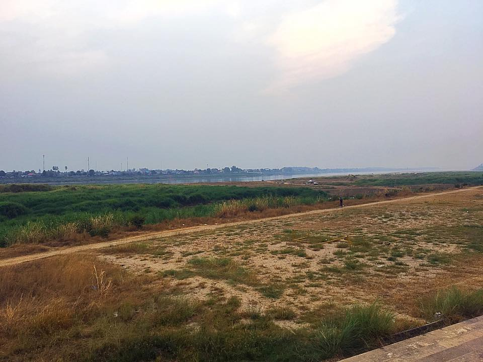 Вид на Меконг с набережной Вьентьяна