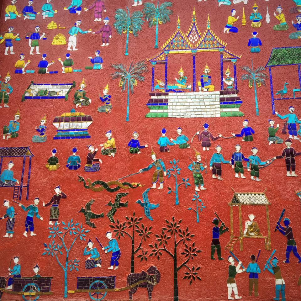 Мозаика во ознаменование 2500-летия достижения Буддой нирваны. Храм Xieng Thong