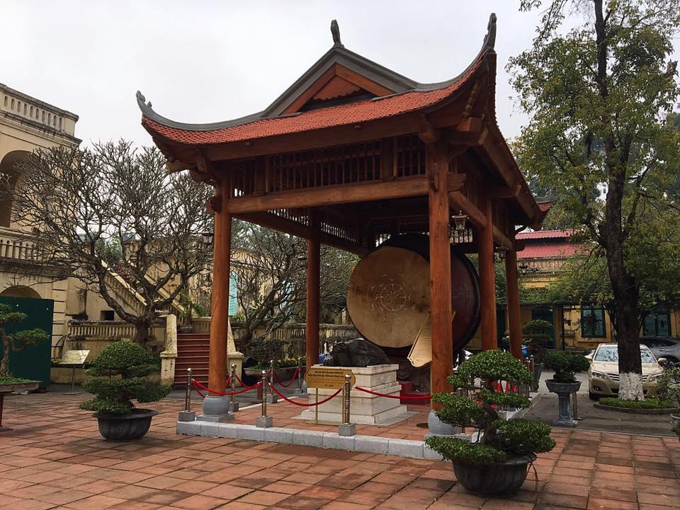 Гигантский барабан в ханойской цитадели
