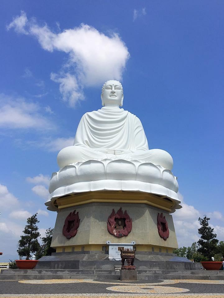 Пагода Лонг Шон с Большим Буддой