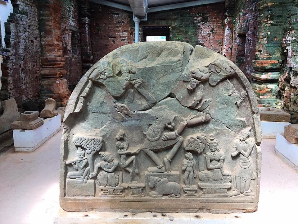 Камень в храме. Святилище Мишон, Вьетнам