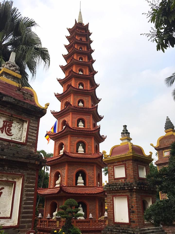 Одинадцатиэтажная пагода Чанкуок (Chùa Trấn Quốc), Ханой.