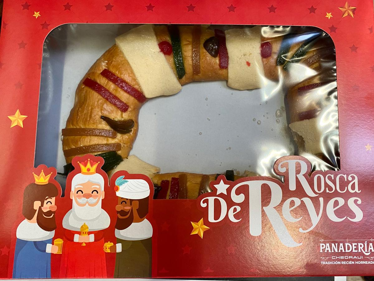 Rosca de Reyes в мексиканском супермаркете