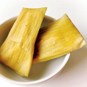 Тамалес в кукурузных листьях