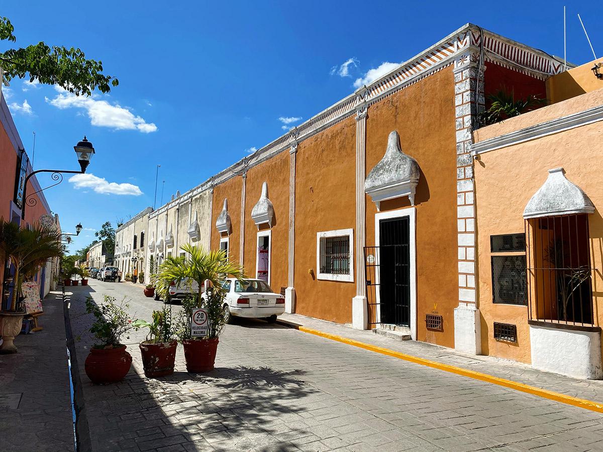 Туристическая улица Calzada de los Frailes