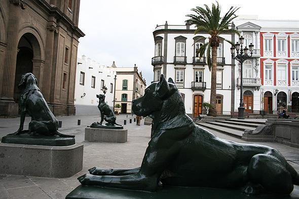 Бронзовая скульптура собаки, Гран Канария
